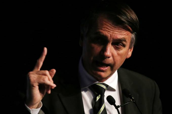 XP: Sem Lula, Bolsonaro vence rivais, mas perde para brancos e nulos