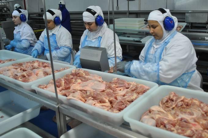 BRF concede férias coletivas a 5.600 funcionários para ajustar produção