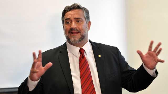 Líder do PT diz que deputados contrários à CPI estão 'acovardados'