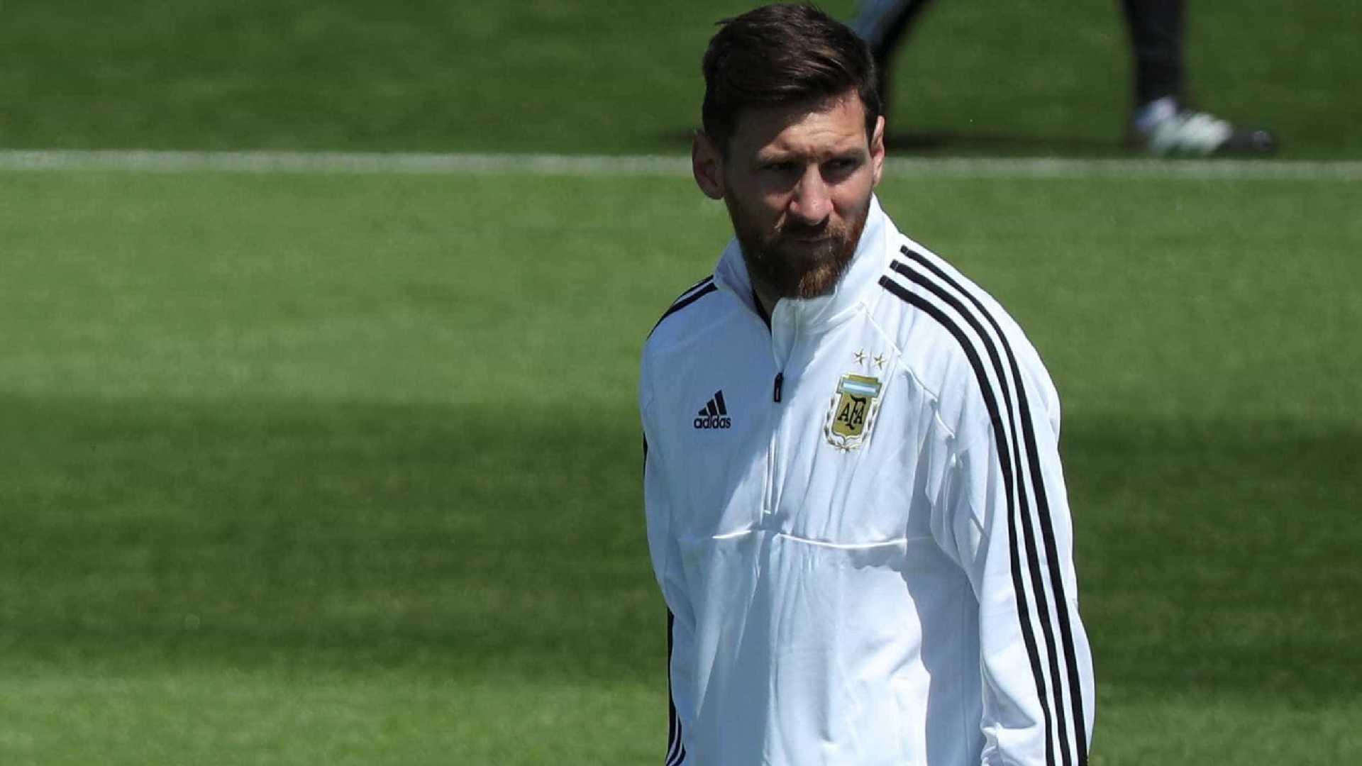 Messi diz que desistiu de aposentadoria da seleção por amor à Argentina