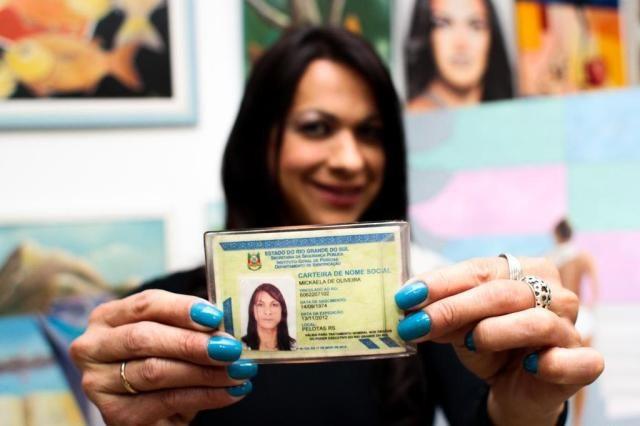 Corregedoria normatiza mudança de nome e gênero em cartório