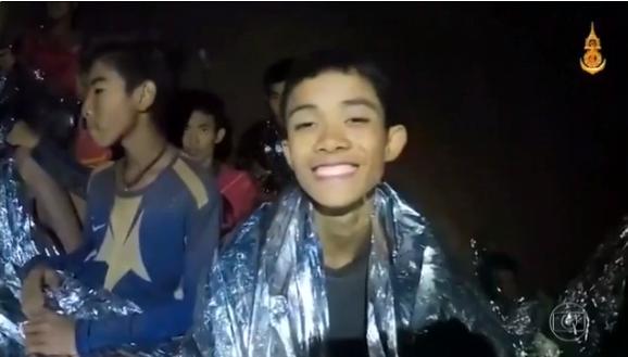 Resgatados de caverna na Tailândia perderam média de 2 kg, mas não têm problemas graves nem estresse