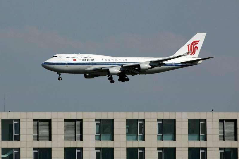 Avião despenca 6 mil metros por erro de copiloto, que fumava na cabine