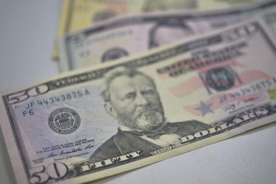 Dólar tem queda de 1,84%, cotado a R$ 3,7975