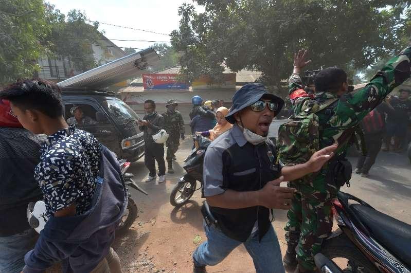Novo tremor abala ilha na Indonésia onde número de mortos chega a 319
