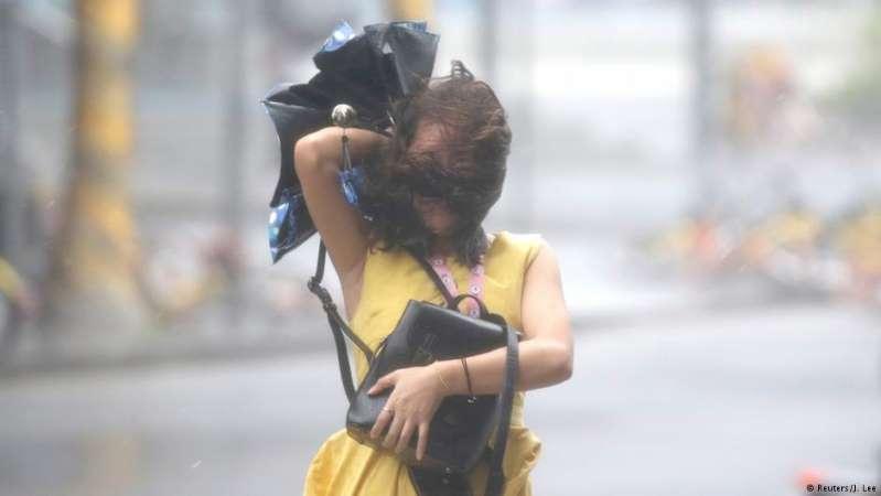 Tufão Mangkhut castiga costa chinesa