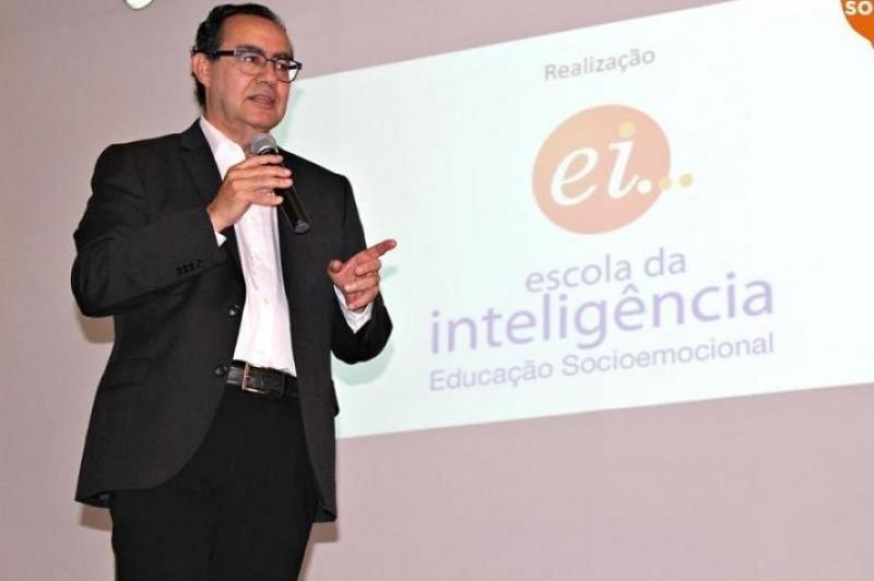 Inteligência emocional na melhoria do processo ensino e aprendizagem será tema de palestra de Augusto Cury