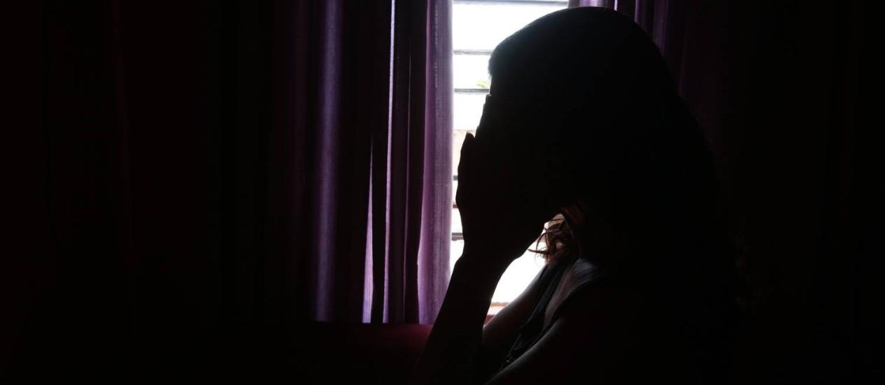 Jovem que foi estuprada durante anos pelo pai e teve filho com ele contrata advogado para tirá-lo da cadeia