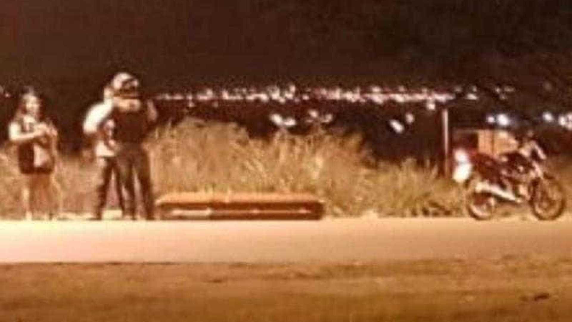 Caixão cai de carro de funerária e é deixado em avenida do Tocantins