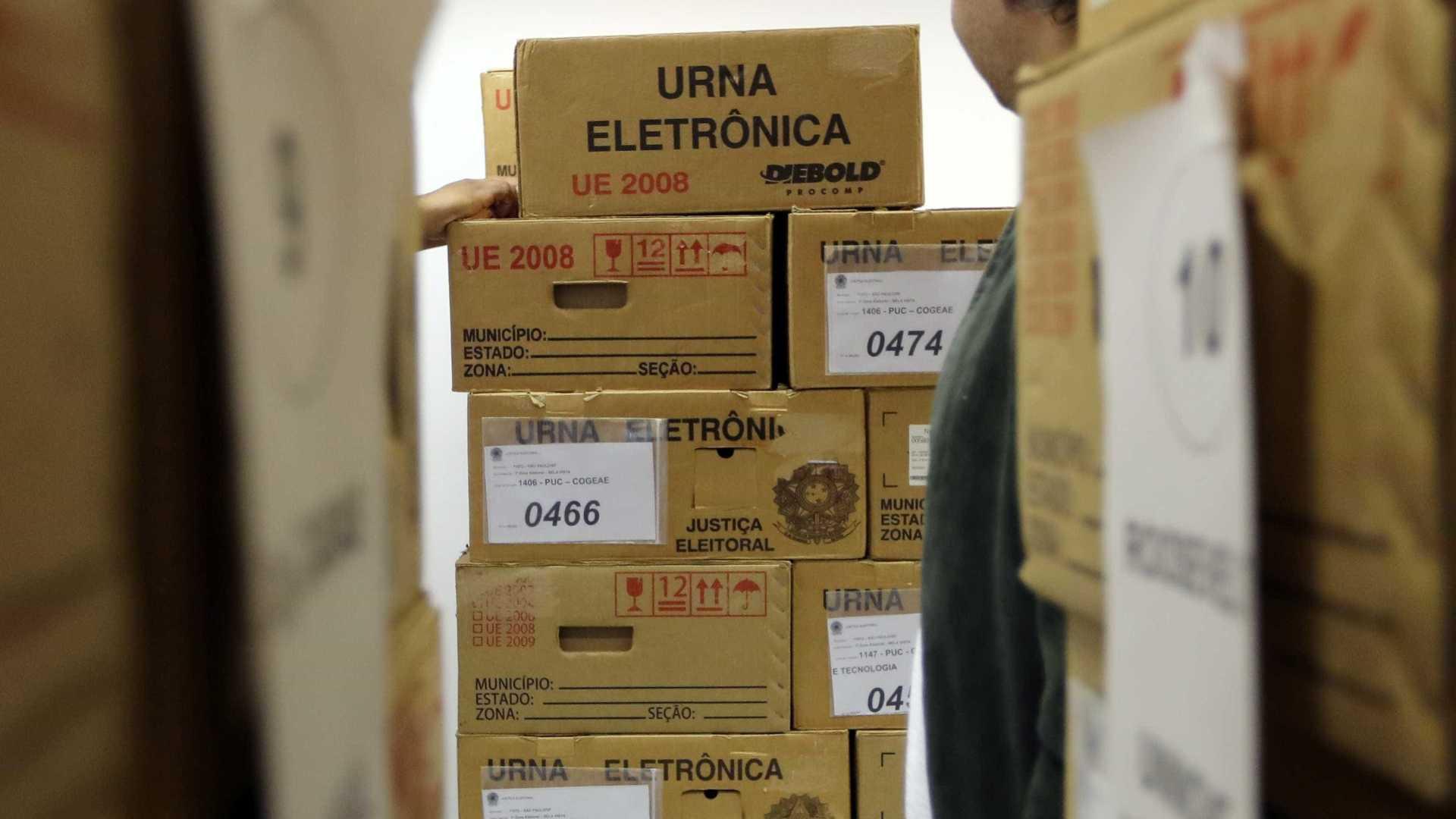 Rio: urnas eletrônicas só chegarão a áreas mais violentas de madrugada