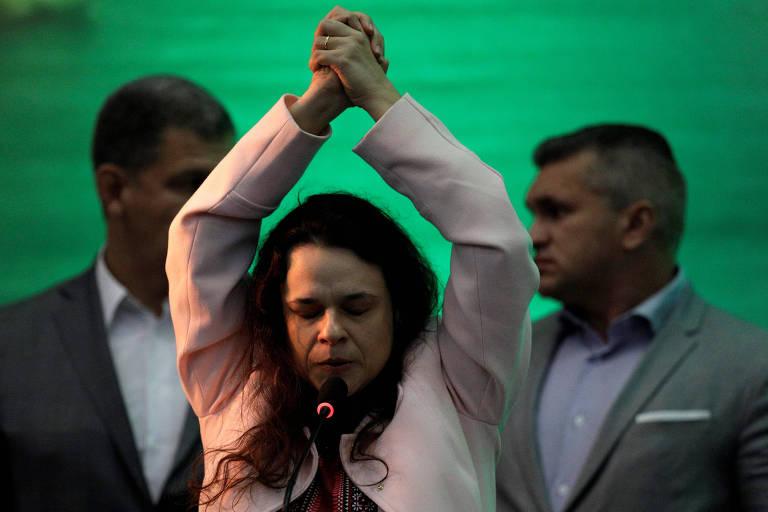 Mandar médicos cubanos de volta é reverenciar Fidel Castro, diz Janaína Paschoal
