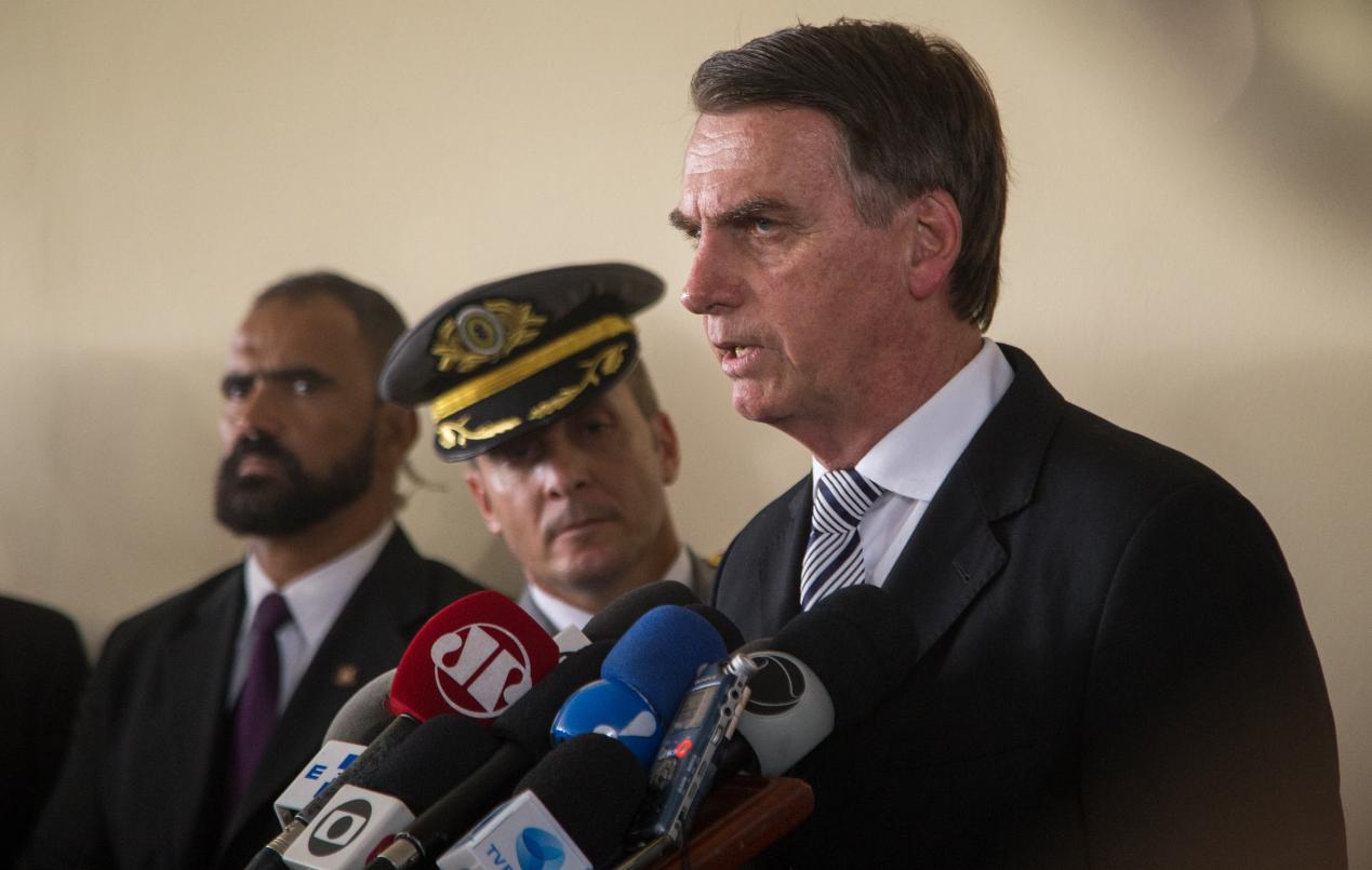 Democracia só existe se as Forças Armadas quiserem, diz Bolsonaro a militares