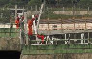 Marginal Pinheiros segue fechada após queda de viaduto