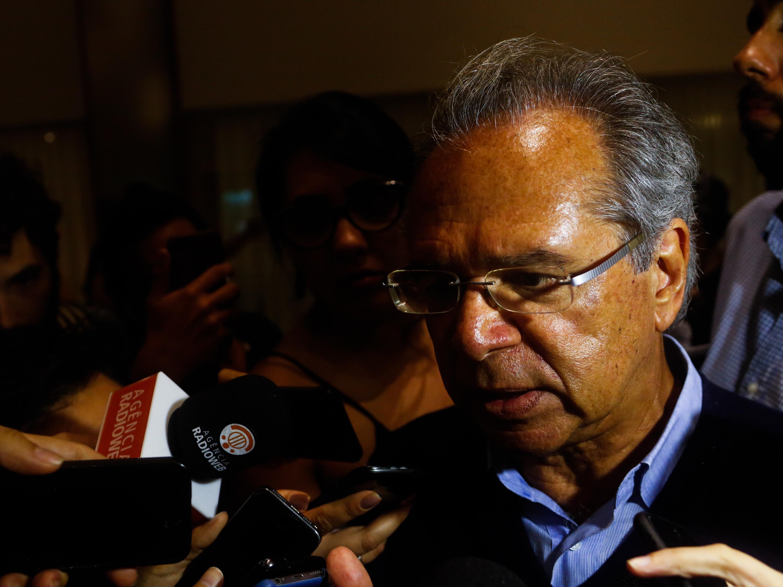 Paulo Guedes estuda baixar imposto sobre empresas para patamar de 15%