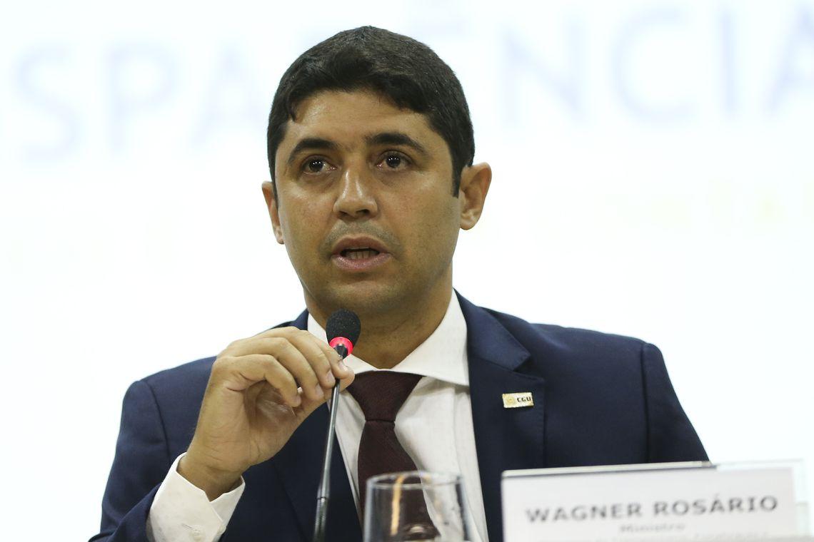 Bolsonaro anuncia permanência de Wagner Rosário na CGU