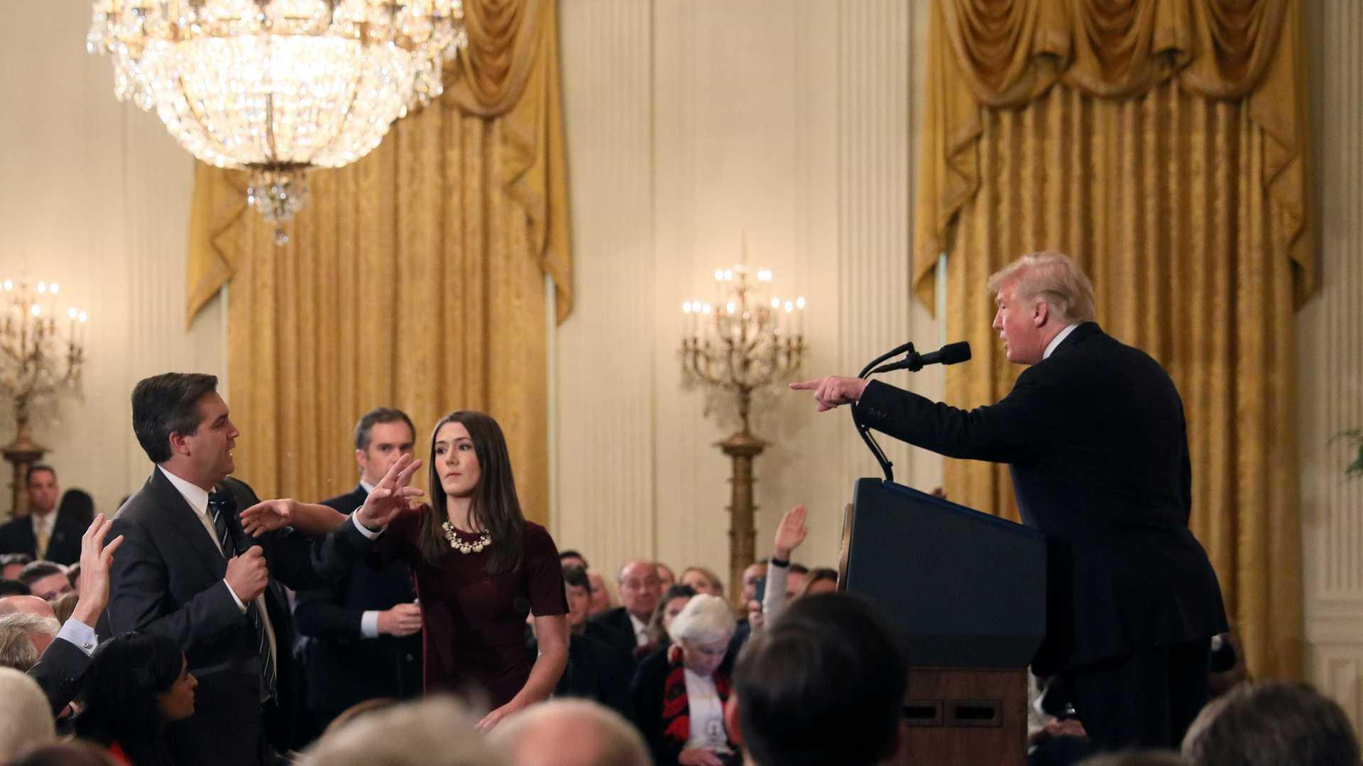 Jornalista da 'CNN' que discutiu com Trump é suspenso pela Casa Branca