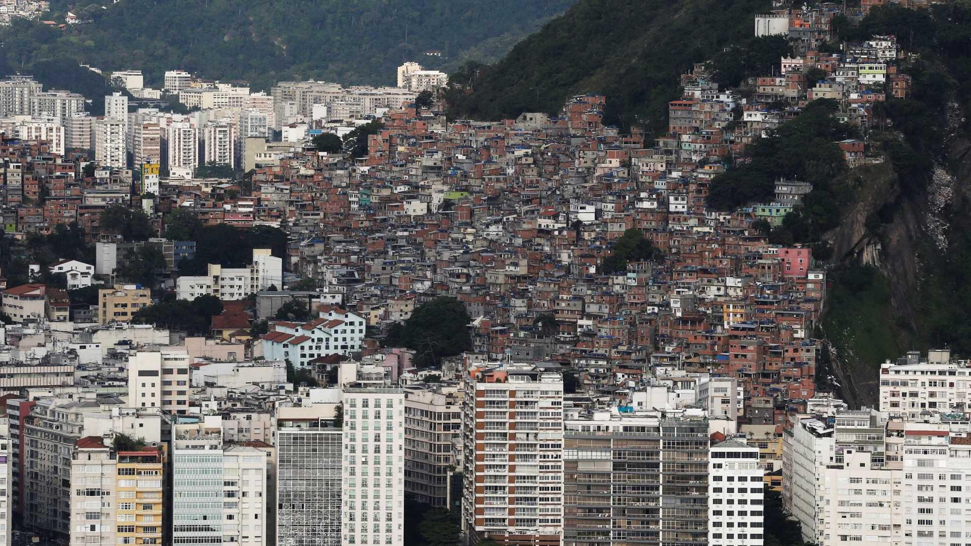 Sem cubanos e violentas, favelas do Rio sofrem para atrair médicos