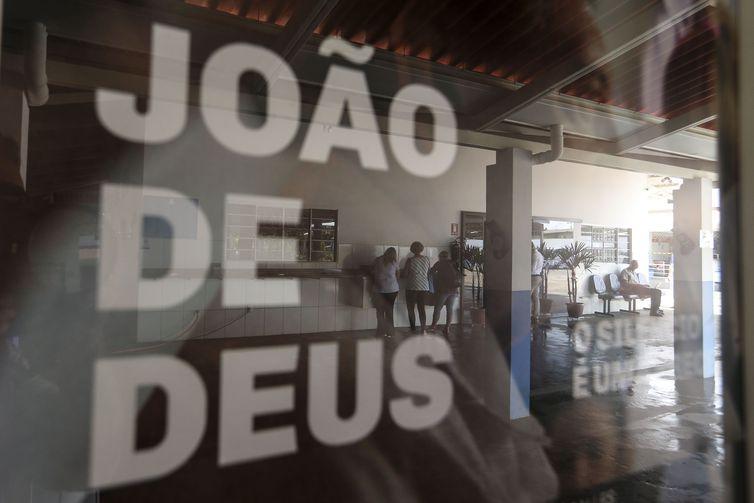 Polícia faz operação de busca e apreensão em casa espiritual de João de Deus