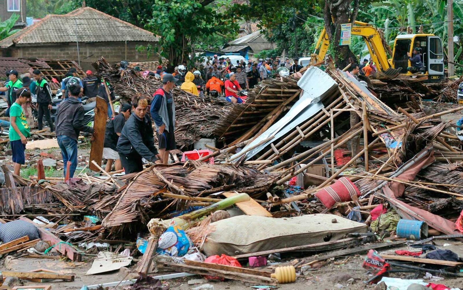 Tsunami deixa mortos e feridos na Indonésia; FOTOS