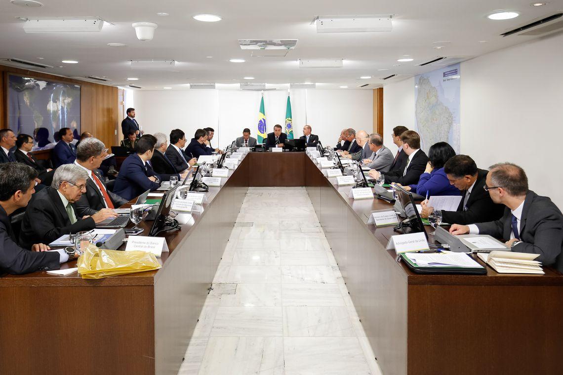 Bolsonaro está reunido com os 22 ministros no Palácio do Planalto