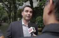 Ex-PM estava preso por homicídio quando Flávio Bolsonaro o homenageou