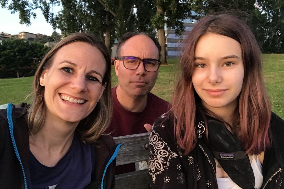 'Conheci meu namorado 12 anos após dar à luz uma filha dele'