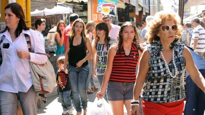 Como a desigualdade no pagamento entre homens e mulheres é prejudicial à economia brasileira