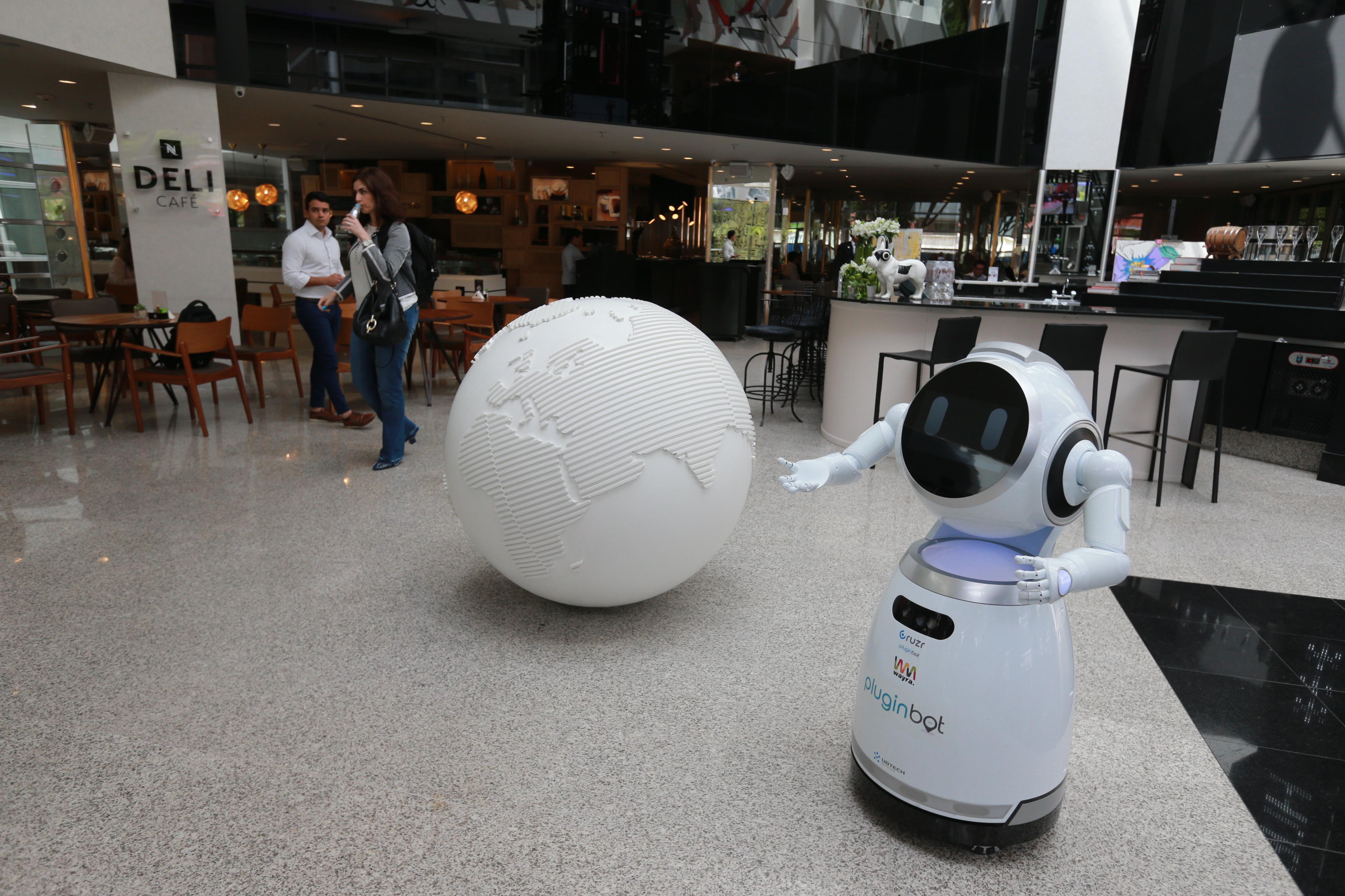 Robô vira atendente de hotel cinco estrelas em área nobre de São Paulo