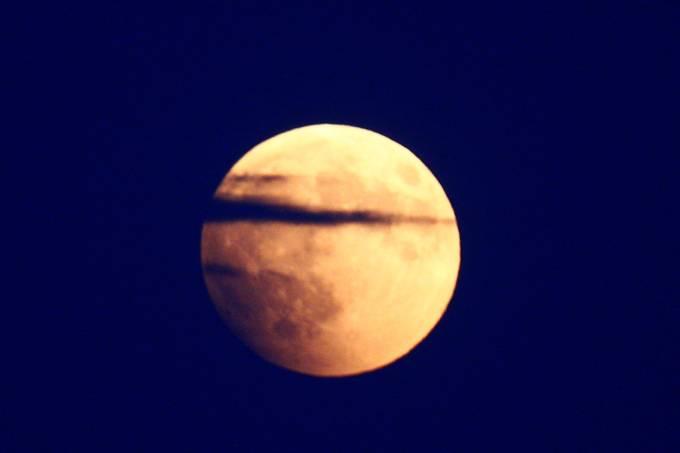 Madrugada de domingo para segunda terá único eclipse total do ano