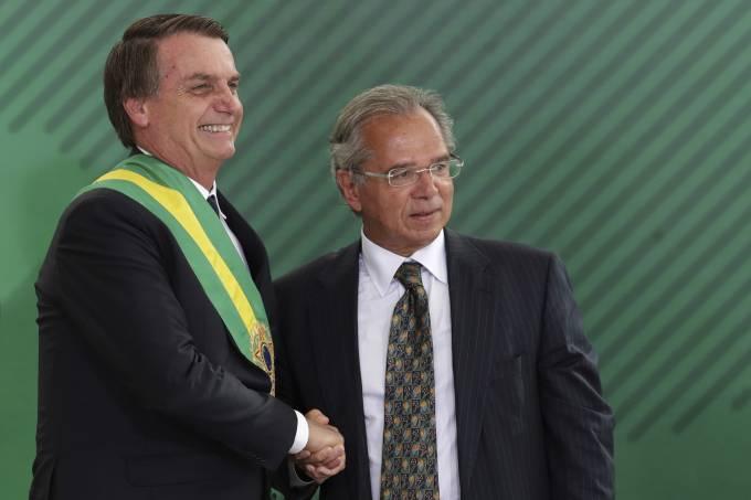 Guedes quer Previdência com metade do tempo de transição, diz jornal