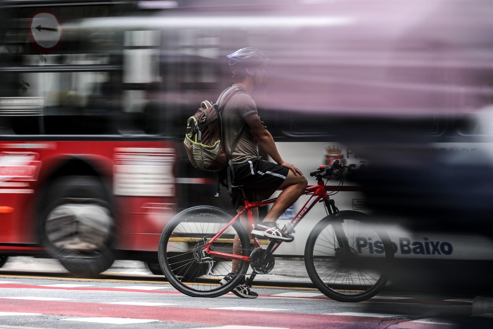 Placas do Mercosul e multa para ciclista: veja o que muda na lei de trânsito em 2019