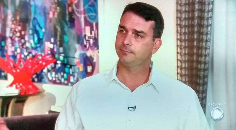 Flávio Bolsonaro: depósito fracionados se referem a venda de apartamento