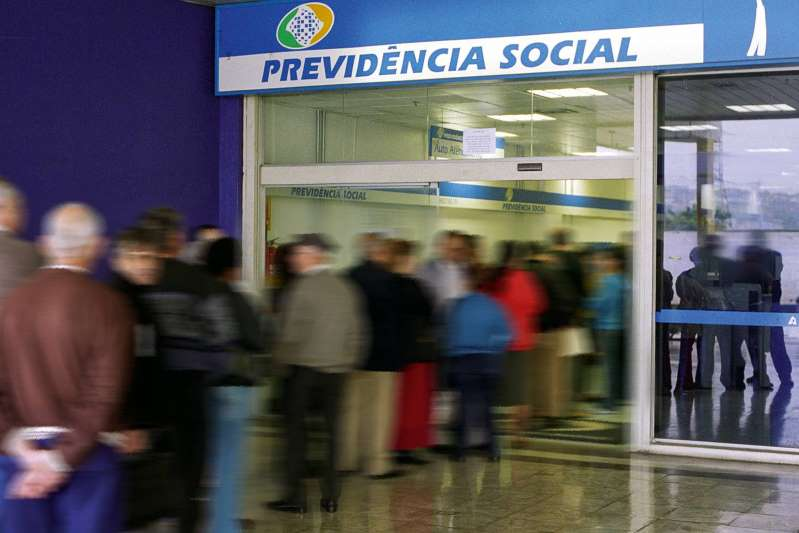 Guedes já tem pronta MP para rever regras da Previdência sem reforma
