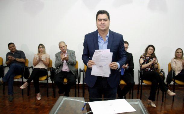 Emanuel sanciona lei que avança na sustentabilidade de Cuiabá