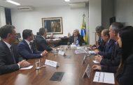 Expansão de programas voltados à ciência e tecnologia são discutidos com ministro