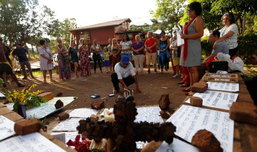 """O """"luto ambíguo"""" dos que esperam pelos familiares desaparecidos em Brumadinho"""