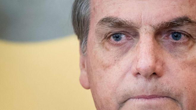 Bolsonaro apaga tuíte do 'golden shower' após revelação de ação no STF