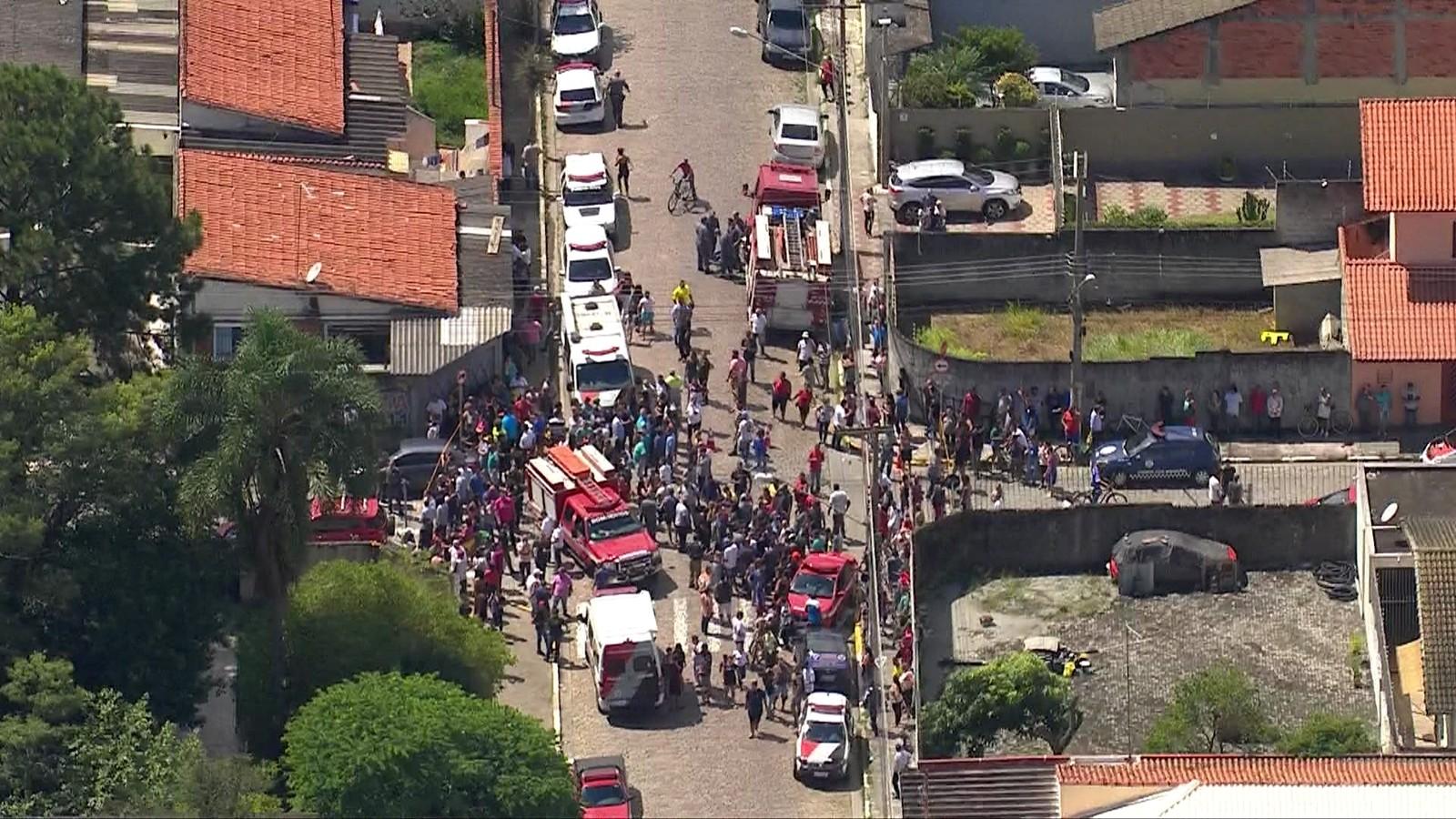 Adolescentes atiram dentro de escola, matam 6 e ferem 17 pessoas em Suzano, diz polícia