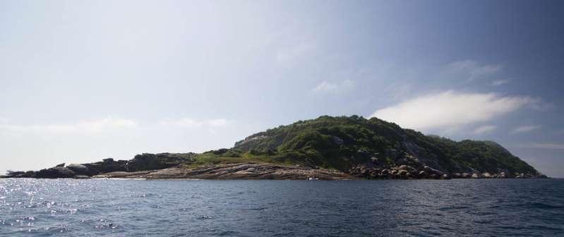 Pescadores naufragam e são resgatados em ilha cheia de serpentes