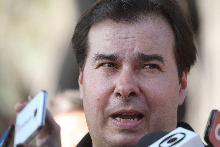 Maia é ovacionado, critica governo Bolsonaro e diz que Centrão aprovou reforma