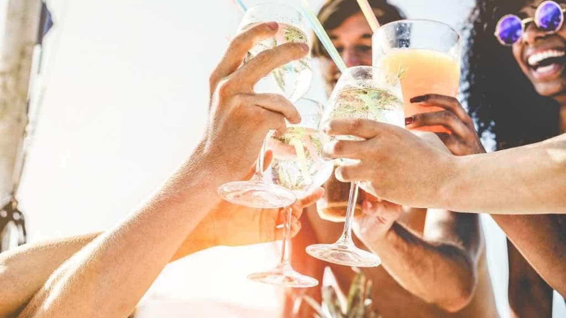 Alerta: bebida falsificada na folia pode cegar