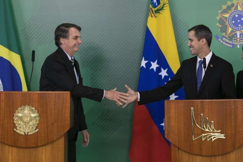 Bolsonaro reúne-se com Guaidó e culpa PT por situação da Venezuela