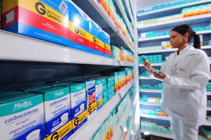 Remédios ficam até 4,33% mais caros a partir deste domingo