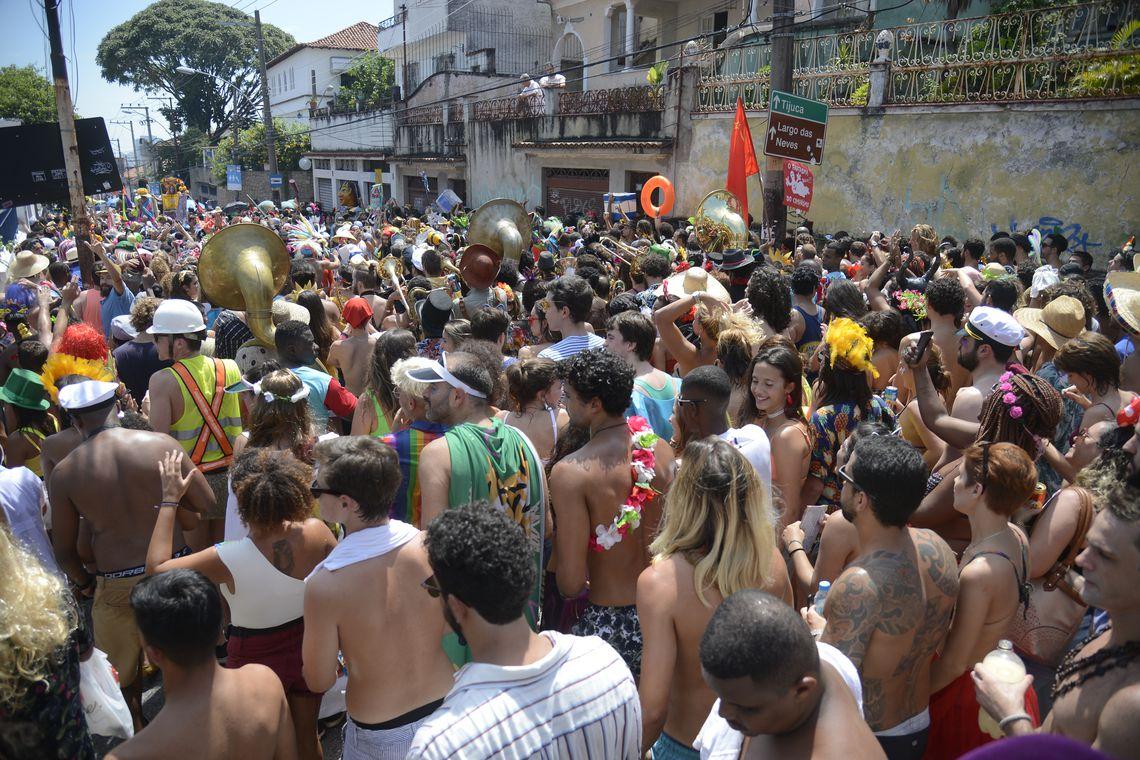 Câmeras de reconhecimento facial levam a 4 prisões no carnaval do Rio