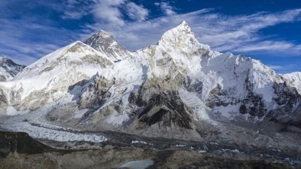 Derretimento de geleiras no Everest expõe corpos de montanhistas congelados há anos
