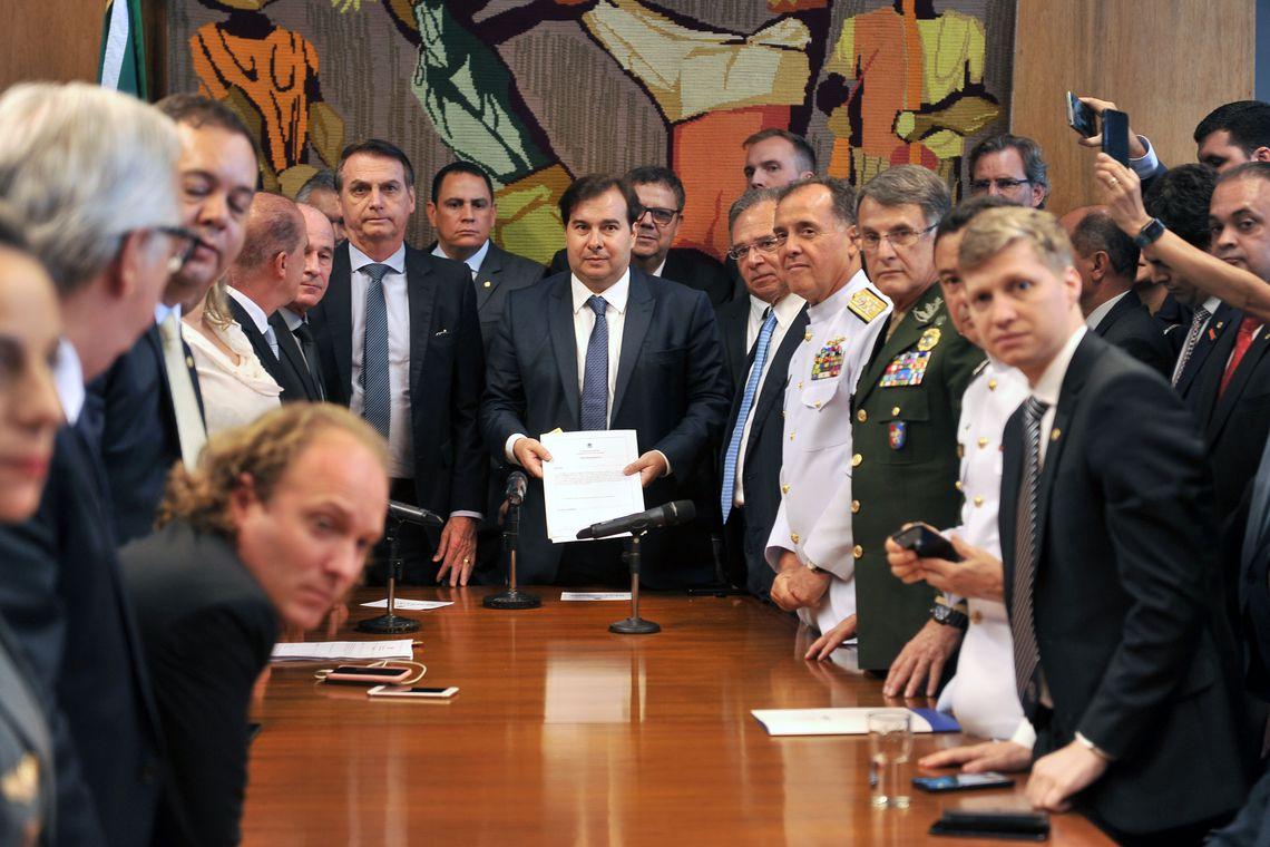 Economia com mudanças para militares será de R$ 10,45 bilhões