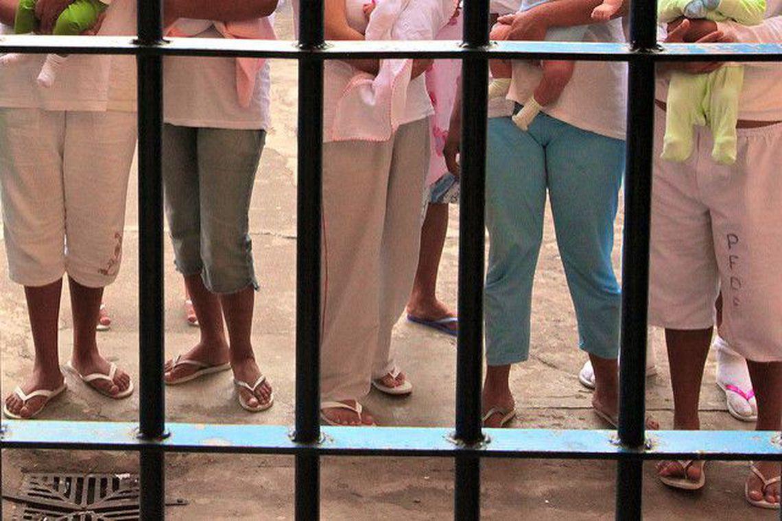 Após decisão do STF, mães e grávidas continuam presas no Rio