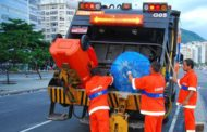 Prefeitura recolha quase 300 toneladas de lixo após desfile no Rio