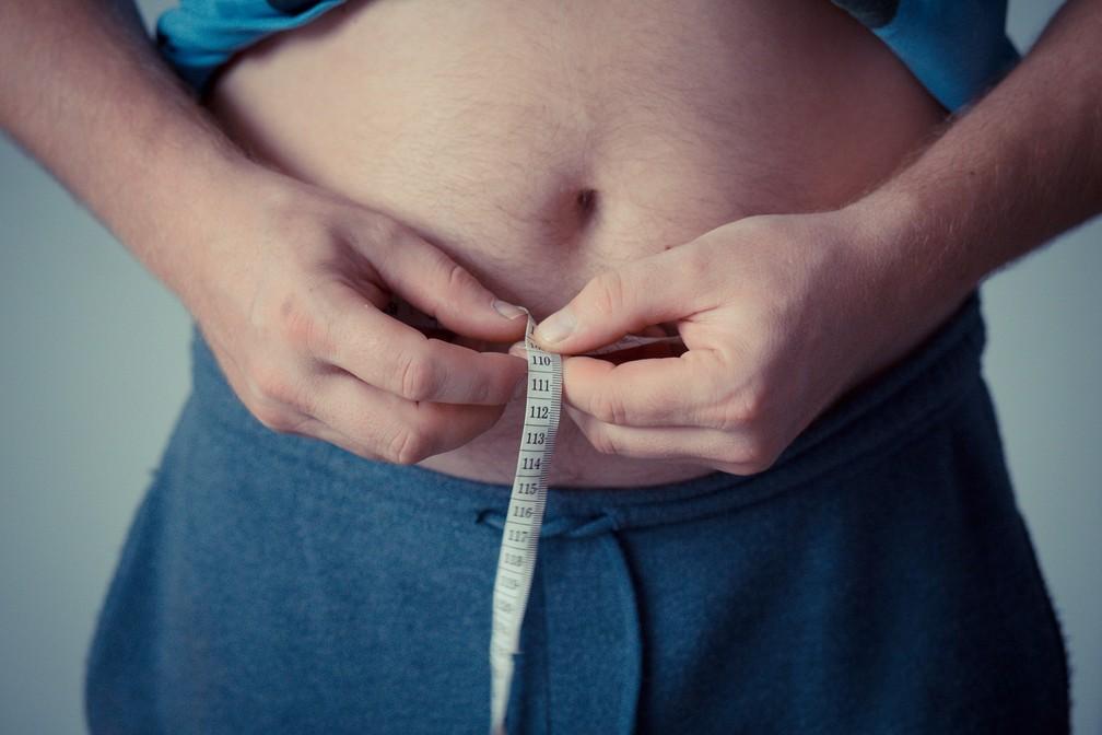 Como o horário das refeições afeta a sua cintura