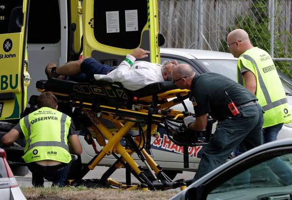Sobrevivente diz que homem conseguiu retirar arma de assassino durante ataque a mesquita na Nova Zelândia